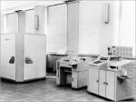 Em setembro de 1958, a NEC completou seu primeiro Computador baseado em Transistores, o NEAC-2201. Esta Máquina foi baseada no ETL MARK IV do Laboratório Eletrotécnico e foi desenvolvida por uma Equipe da NEC, organizada em torno de Hiromu Kaneda e Miyagi Yoshio, sob a orientação do Técnico de Laboratório Electro. Era composto de uma Unidade principal do Computador, um Console e Dispositivos de Entrada / Saída (uma Máquina do Perfurador de fita de Papel e um Leitor de Fita Fotoelétrica). Transistores de Liga de Germânio, Tratores de alta velocidade foram utilizadas como elementos de Circuito, e um Cilindro Magnético foi utilizado para a Unidade de Memória Interna. O Sistema era diferente na medida em que foi fabricado usando apenas componentes japoneses. Ao utilizar Transistores, o Sistema atingiu um nível surpreendente de miniaturização, com um tamanho de unidade principal de apenas 1,1 metros de largura e profundidade de 1,6 metros de altura. Este Computador foi desenvolvido para uso comercial. Foi empregado o Sistema Decimal, com 10 Dígitos Decimais como uma Palavra, e a borda também foi Decimal. Um Cilindro Magnético de Hokushin Elétrico foi utilizado para a Unidade de Memória. A capacidade de Memória foi de 1.040 Palavras, com 40 Palavras para armazenar o mesmo conteúdo mais de 5 vezes a circunferência, conseguindo assim acesso de alta velocidade e reduzido