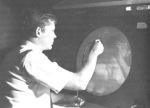 Outros Dispositivos de Vídeo e sistemas significativos também foram introduzidos em torno do mesmo período. O AGT-30 como o IBM 2250 tornaram-se uma referência em Gráficos nos laboratórios ao redor do mundo. A Corporação ITEK participou no início do Programa SAGE no MIT (em particular, Thurber Moffett e Taylor Norm), e de fato foi localizada perto da instalação do Labs Lincoln. O Projeto ITEK projetava lentes ópticas e resultou em um sistema chamado The Machine Redação Eletrônica (EDM). A EDM usado um DEC PDP-1 computador da Digital Equipment Corp, um display vector-refresh e um dispositivo de memória grande disco usado para atualizar a exibição gráfica. Comandos de entrada foram feitas com uma caneta de luz. A EDM foi desenvolvido em 1961 e foi relatado em na Revista Time, 02 março de 1962